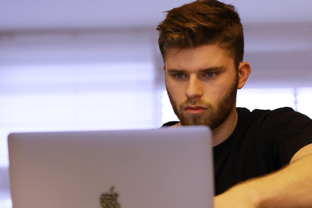 Dlaczego pracodawcy wolą zatrudniać młodych?